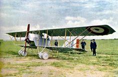 Caudron G.III. Autochrome de Gervais-Courtellemont publié dans « Les Champs de Bataille de la Marne » sous la légende « Un avion de guerre et la journée du 9 septembre 1914″ (source Bibliothèque de Reims).