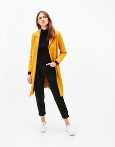 Abrigo corte masculino. Descubre ésta y muchas otras prendas en Bershka con nuevos productos cada semana