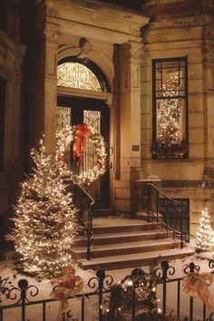 Welcome the festive season of Christmas with beautiful Christmas Outdoor Decor Ideas. From gleaming Christmas lights to outdoor Christmas trees & more. Christmas Scenes, Christmas Mood, Noel Christmas, Merry Little Christmas, Christmas Porch, Country Christmas, Simple Christmas, Christmas Ideas, Victorian Christmas