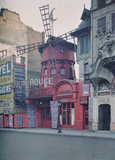 """""""1914 - Welt in Farbe"""" - Das Leuchten vor dem Fall Paris 1914 CHECK IT OFF this is such a wonderful picture to illustrate my visit to a Parisian landmark. The show was great!"""