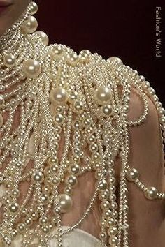 Pearl Shoulder Detail at Givenchy Haute Couture Vintage Accessoires, Pearl And Lace, Ivory Pearl, Mode Inspiration, Pearl Jewelry, Jewlery, Pearl Bracelets, Pearl Rings, Pearl Necklaces