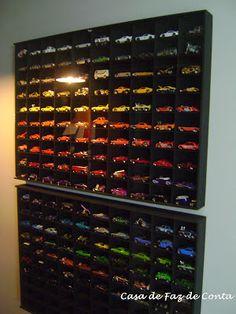 Garagem - coleção de carrinhos mini.