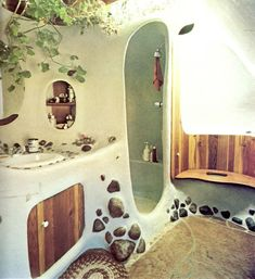Cob House and Earthship Inspo – Zero Waste Millennial Maison Earthship, Earthship Home, Cob Building, Building A House, Green Building, Natural Homes, Earth Homes, Natural Building, Beach Houses