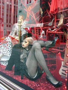 Sparkly stuff on the floor. Winter Window Display, Window Display Design, Shop Window Displays, Display Windows, Retail Windows, Store Windows, Window Art, Merchandising Displays, Bergdorf Goodman