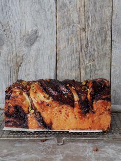 Babka - sweet and juicy chocolate bread Yeast Bread, How To Make Bread, Dessert Recipes, Desserts, Chocolate, Sweet Bread, Let Them Eat Cake, Banana Bread, Nom Nom