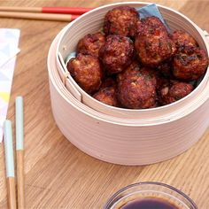 Subtly spicy, mellow and terribly gourmet, discover our recipe for chicken meatballs! Asian Recipes, Gourmet Recipes, Dog Food Recipes, Chicken Recipes, Cooking Recipes, Healthy Recipes, Ethnic Recipes, Chicken Meatballs, Food Videos