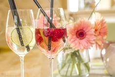 Unser Cocktail des Monats in der Bar Seensucht im Seehotel Plau am See! Cocktail Lillet Tonic und Wild Berry Ein erfrischender Cocktail für die ersten warmen Tage des Jahres! Lillet ist ein Aperiti…