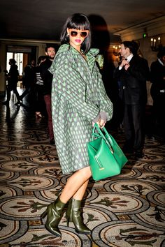 Rihanna has been making a style splash at Paris Fashion Week. See all of her best looks from the Paris shows here. Looks Rihanna, Rihanna Love, Rihanna Riri, Rihanna Style, Rihanna Fashion, Rihanna Casual, Style And Grace, Style Me, Estilo Rihanna