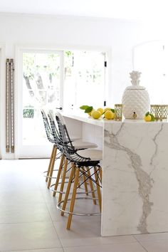 Island Marble Waterfall Countertop - Design photos, ideas and inspiration. Amazing gallery of interior design and decorating ideas of Island Marble Waterfall Countertop in closets, kitchens by elite interior designers. Kitchen Marble, Kitchen Interior, Kitchen Inspirations, Interior, Kitchen Remodel, Home Decor, New Kitchen, Kitchen Dining Room, Home Kitchens