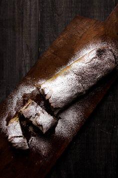 pear and chocolate phyllo strudel. No Bake Desserts, Healthy Desserts, Dessert Recipes, Strudel Recipes, Breakfast Desayunos, Apple Strudel, Recipe Community, Chocolate Hazelnut, Recipes For Beginners