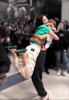the only thing that matters South Korean Girls, Korean Girl Groups, Girls Generation, Lisa Blackpink Wallpaper, Black Pink Kpop, Blackpink Memes, Blackpink Photos, Blackpink Fashion, Jennie Blackpink
