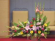 Church Flower Arrangements, Church Flowers, Funeral Flowers, Floral Arrangements, Iglesias, Altars, Floral Wreath, Wreaths, Plants