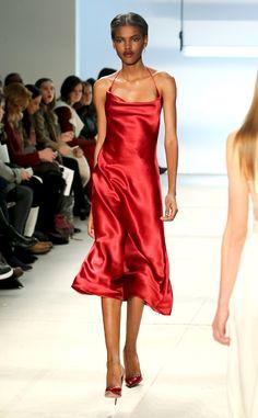 Cushnie Et Ochs from New York Fashion Week Fall Best Looks New York Fashion, High Fashion, Womens Fashion, Red Silk Dress, Satin Dresses, Dress Codes, Passion For Fashion, Ready To Wear, Fall 2016