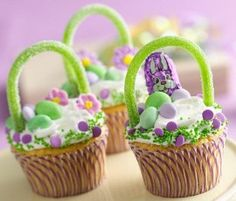 easter cup cake baskets: white chocolate cupcakes in basket form. http://www.bakers-corner.com.au/recipes/cupcakes/easter-cup-cake-baskets/