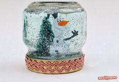 Saiba como fazer um globo de neve com pote de vidro e água. Ideal para decorar a casa ou dar de presente em qualquer ocasião.