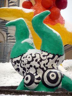 Multimediataiteilija Jemina Staalon portfolio: Niki de Saint-Phalle - osa 2: Talvi tuli Tukkiholmaan Tuli, Cindy Sherman, Scandinavian Design, Dinosaur Stuffed Animal, Saints, Horror, Animals, Art, Art Background