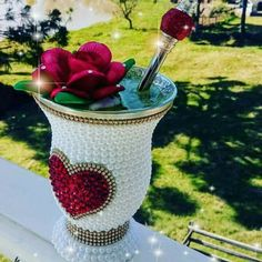 Vases Decor, Centerpieces, Craft Projects, Projects To Try, Wedding Glasses, Bottle Art, Wine Glass, Diy And Crafts, Wedding Decorations