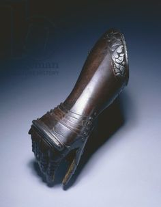 Black and white elbow gauntlet for the right hand, c.1570 (steel & leather)