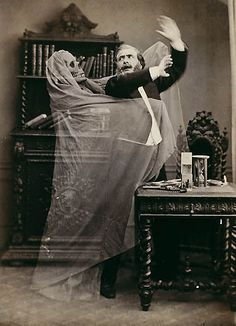 A Deliciously Creepy Victorian Halloween — The Raven & Black Cat - A Connoisseur's Compendium of Haunted Houses, Victorian Horror, and All Things Dark and Macabre. Photos D'halloween Vintage, Vintage Halloween Photos, Victorian Halloween, Photo Vintage, Halloween Pictures, Victorian Era, Victorian Library, Victorian Photos, Ghost Photography