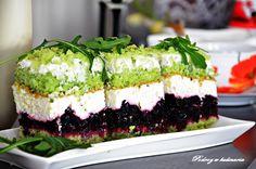 Ciasta z dodatkiem warzyw stały się ostatnio bardzo popularne. Są o wiele mniej kaloryczne a do tego bardziej wartościowe od tradycyjnych wypieków. Dziś prezentuję smaczne, wilgotne ciasto o wspaniałej zielonej barwie, którą nadaje mu dodatek rukoli.Inspiracją do powstania ciasta była życzliwość marki Garneczki. Składniki: Ciasto: 300 gsałatki Rukoli szklankacukru 4 jajka 1/2 szklanki oleju 1…
