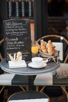 A romantic breakfast in Paris at the Bar du Central.