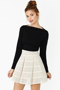 Boat/Bateau neckline The neckline resembles the outline of a long, low boat resting in the water. Bateau is the French word for boat. Cute Fashion, Fashion Outfits, Womens Fashion, Fasion, Skirt Outfits, Dress Skirt, Lace Dress, Pretty Outfits, Cute Outfits