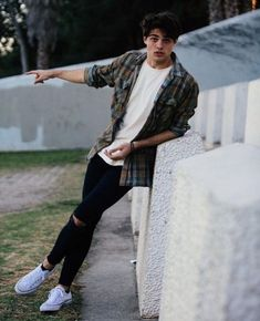 Noah Centineo - Actor (To All The Boys I've Loved Before, Sierra Burgess Is A Loser, Charlie's Angels) Mode Outfits, Casual Outfits, Men Casual, Summer Outfits Men, Beautiful Boys, Pretty Boys, Mode Man, Lara Jean, Herren Style