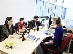 """Das Radiostudio von """"Radio RiO"""" des Paritätischen Wohlfahrtsverbandes im Olgahospital in Stuttgart konnte mit der Unterstützung der Deutschen Fernsehlotterie ausgebaut werden. Hier sind die jungen Radiomacher selbst Patienten und senden einmal wöchentlich wissenswertes aus dem Klinikalltag."""