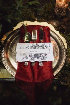 Darkly romantic place setting inspired by Edgar Allan Poe | Photo by Tashana Klonius