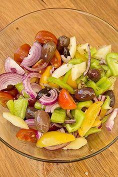 SALATA GRECEASCA DE PASTE CU IAURT | Diva in bucatarie Vegan Recipes, Cooking Recipes, Romanian Food, Raw Vegan, Food Art, Cobb Salad, Salads, Food And Drink, Health Fitness