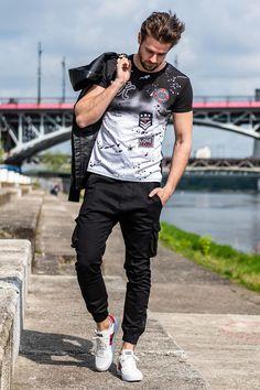 Mateusz Góral Jarzębiak i nasz outfit   Kurtka 99,99 zł  ▶5003B  T-shirt 19,99 zł  ▶ 5030  Spodnie 89,99 zł  ▶ 705 #ozonee #ozoneepl #modamęska #ootd #casual #stylizacja#look #outfit #me #man #mensfashion #menswear #streetstyle #cool #polishboy #polishman #mensguides #mensfashion_guide Apple Cut, Trendy Fashion, Mens Fashion, Casual Wear For Men, Distressed Tee, Camisa Polo, New T, Boys T Shirts, Play Mate