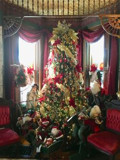Victorian Christmas Tree home. Victorian Christmas Tree, Christmas Home, Holiday Decorating, Victorian Homes, Home Decor, Decoration Home, Room Decor, Home Interior Design, Victorian Houses