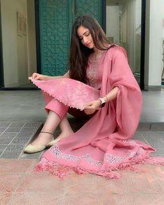 Ideas For Punjabi Bridal Wear Clothes Designer Kurtis, Indian Designer Suits, Designer Dresses, Dress Indian Style, Indian Dresses, Indian Outfits, Pakistani Dresses Casual, Pakistani Dress Design, Kurta Designs Women