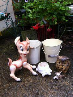 Bambi estampillé Walt Disney et faon plastique. petits sceaux, tortue cache pot, hibou photophore pour le jardin... Petite Chine car temps très pluvieux