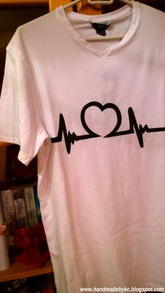 Hand painted t-shirt for Valentine's Day #handmade #diy #handpainted #valentines #valentine #day #tshirt