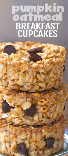 Soft, baked, healthy pumpkin oatmeal breakfast cups – great for meal prep, or a healthy breakfast on the go! Cook just once – and you get a healthy breakfast for… Breakfast Cupcakes, Breakfast Cups, Oatmeal Breakfast Bars Healthy, Oatmeal Breakfast Cookies, Oatmeal Cupcakes, Pumpkin Breakfast, Vegan Oatmeal, Oatmeal Bars, Brunch Recipes
