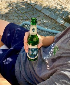 #hopster #tennis #tennismatch #pause #makeabreak #sip #hoptonic #hopfenlimonade #hopfenlimo #alkoholfrei #drink #getränk #withoutalcohol #limonade #kracherl #madeinbavaria #bayern #original #vegan #glutenfrei #sportlich Pause, Beer Bottle, Tennis, Vegan, Drinks, Alcohol Free, Lemonade, Glutenfree, Sporty