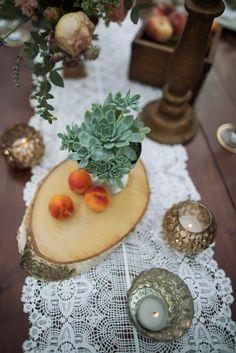 Succulents & peach centerpiece | Daniele Vertelli Photographer