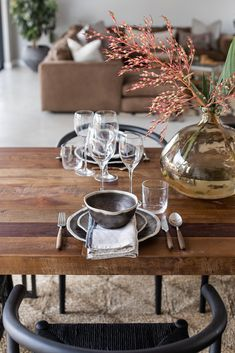 Rustic table setting dining area Rustic Dining Table Set, Dining Area, Safari Decorations, Table Decorations, Curtains With Blinds, Natural Light, Heavenly, Table Settings, Homes