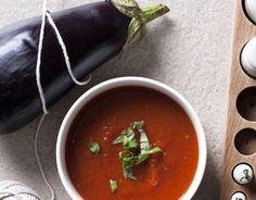 Zupa krem z opiekanych warzyw 1 duży lub 2 małe bakłażany 3 pomidory malinowe (lub inne mięsiste) 2 czerwone papryki 2 nieduże cebule 2 ząbki czosnku 5 łyżek (75 ml) oliwy 5 szklanek (1 i 1/4 l) bulionu warzywnego 1 łyżeczka świeżych listków oregano sól pieprz kilkanaście listków bazylii do dekoracji Endometriosis Diet, Ratatouille, Chutney, Thai Red Curry, Nom Nom, Salsa, Recipies, Dinner, Ethnic Recipes