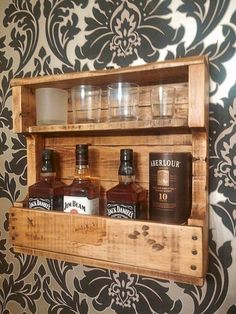 28 Beautiful Diy Projects Pallet Shelves And Racks Design Ideas. If you are looking for Diy Projects Pallet Shelves And Racks Design Ideas, You come to the right place. Below are the Diy Projects Pal. Wood Pallet Recycling, Wooden Pallet Projects, Diy Projects, Whisky Regal, Palette Deco, Pallet Ideas Easy, Diy Ideas, Decor Ideas, Wood Wine Racks