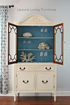 leisure living: Vintage Hutch :: Gorgeous Blue Interior - Decoration for House Refurbished Furniture, Paint Furniture, Upcycled Furniture, Furniture Projects, Furniture Making, Furniture Makeover, Vintage Furniture, Furniture Buyers, Blue Furniture