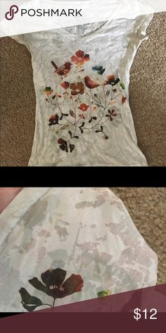 Casual cute top Love this top so much but it is too small for me. It is a white color with patterns all over! Pretty casual but super cute! Tops Tees - Short Sleeve