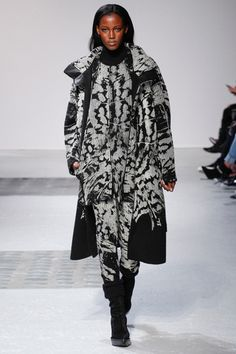 Head ti toe black and white graphic print brings edge to what is essentially a skinny daytime set of pajamas and coat. So of course it's ideal for Fall 2014.  Barbara Bui Fall 2014 Ready-to-Wear Collection Slideshow on Style.com