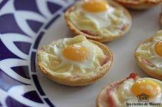 : Tartaletas de pan de molde con beicon y huevo