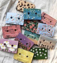 Cd Crafts, Creative Crafts, Arts And Crafts, Cd Wall Art, Cd Art, Vinyl Record Art, Vinyl Art, Cassette Tape Art, Tape Painting