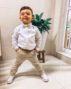 Ver ele sorrindo alegra e acalma meu coração! Pai te ama. ❤️🙏🏻 . Loo Toddler Wedding Outfit Boy, Toddler Easter Outfits, Toddler Boy Fashion, Little Boy Fashion, Kids Fashion, Cute Boy Outfits, Little Boy Outfits, Kids Outfits, Boys Wedding Suits