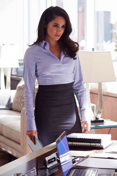 Meghan Markle suits outfits Style Guide: The Royal Bride's Wardrobe Transformation Suits Meghan, Suits Rachel, Meghan Markle Suits, Estilo Meghan Markle, Meghan Markle Style, Trajes Business Casual, Business Casual Outfits, Professional Outfits, Business Attire