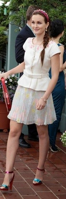 Gossip Girl Fashion:Leighton Meester wore  Alice + Olivia skirt, Valentino purse, Christian Louboutin shoes