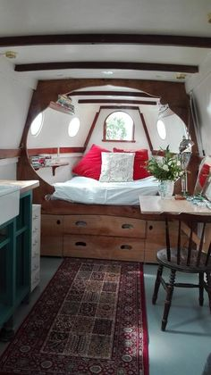 The Home Decor Guru – Interior Design For Bedrooms Barge Interior, Yacht Interior, Interior Design, Canal Boat Interior, Sailboat Interior, Living On A Boat, Tiny House Living, Living Room, Small Space Living